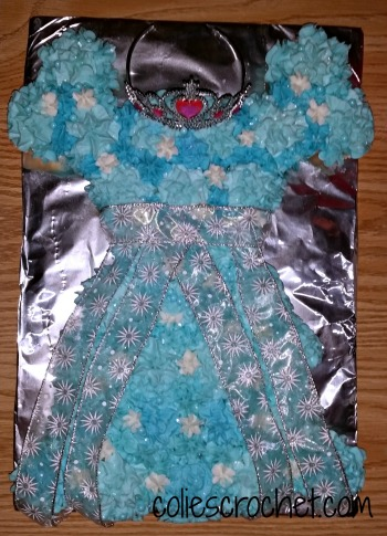 Princess Dress Cupcake Cake | Colie's Crochet | coliescrochet.com